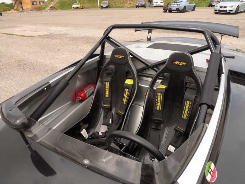 B6 seats in a Lotus 211